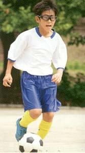 大人から子供までのサッカー時のメガネ。