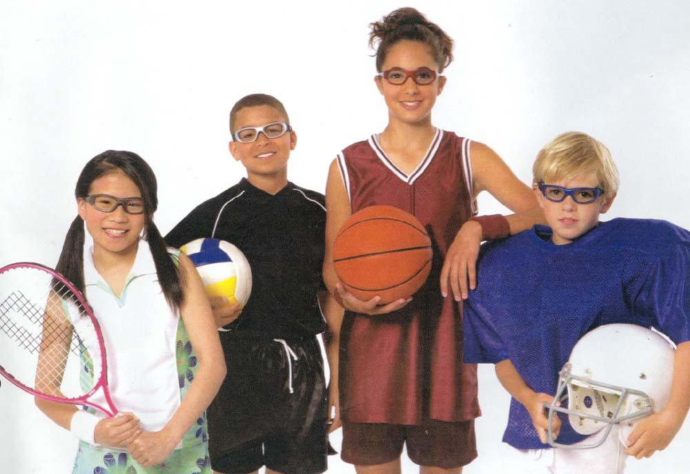 大人からこども迄のバスケットボール用メガネ。