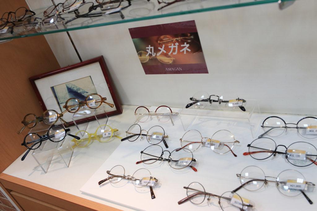 丸メガネコーナーを設置。クラシックデザインの眼鏡フレームの王道です。