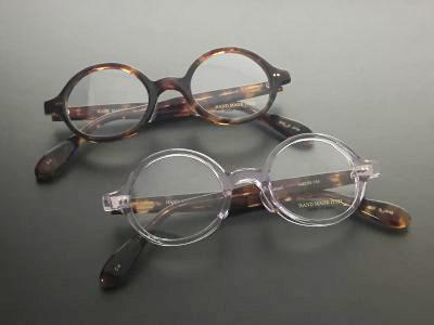 アメリカの喜劇役者ハロルド・ロイドが劇中でかけていたことから、丸いセルロイドタイプのことをロイド眼鏡とも呼ばれています。