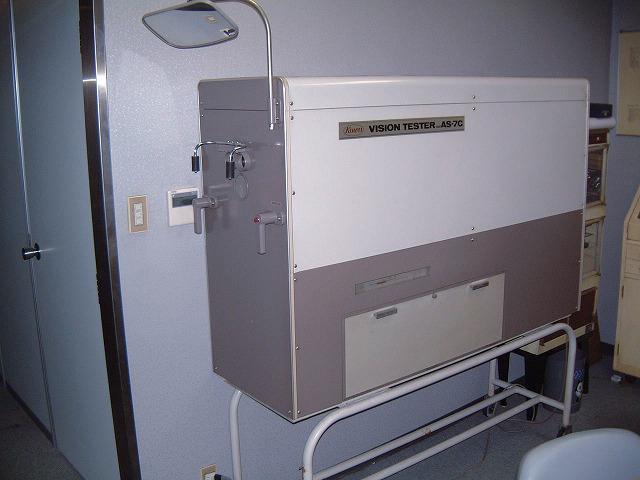 試験場と同機種深視力検査機