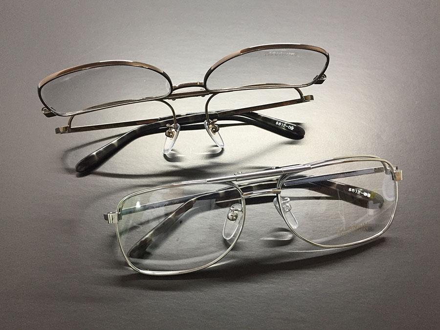 従来型の跳ね上げ眼鏡フレーム-ツーブリッジ