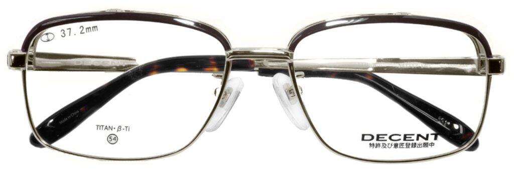 一般の仕事、パソコン作業、ドライブからゴルフ・つり等様々なシーンでとても便利に使用できる跳ね上げ式メガネは意外と便利な眼鏡です。