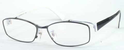 おしゃれなホワイトを基調にした跳ね上げメガネ。