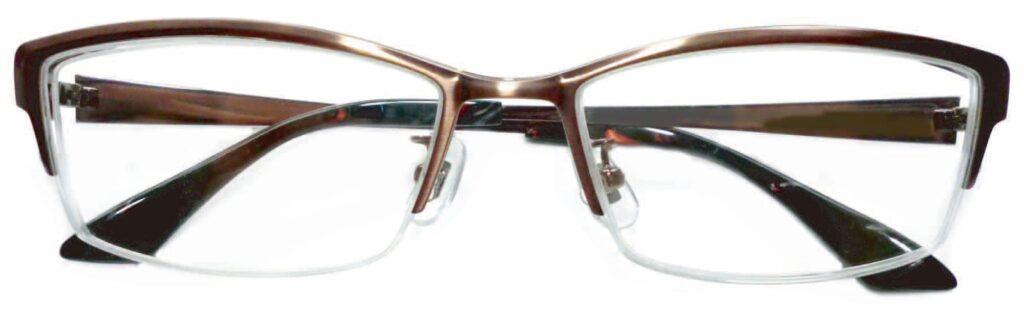 スタイリッシュな跳ね上げ式メガネに仕上がりました。遠近両用レンズを入れることで、さらに視生活が快適になります。