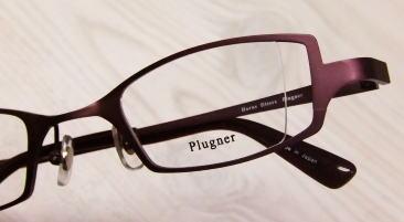 レンズの厚みが調整できる強度近視メガネフレーム。