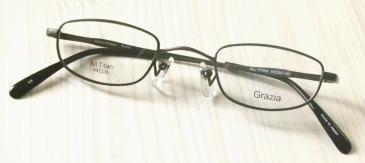 メガネが重いを解消した強度近視眼鏡枠。