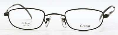 超強度近視の方のレンズが薄くなるメガネフレーム。