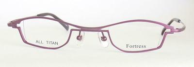 目が小さく見えにくい強度近視メガネフレーム。