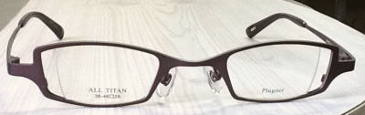 レンズの厚みが薄くなる強度近視メガネフレーム。