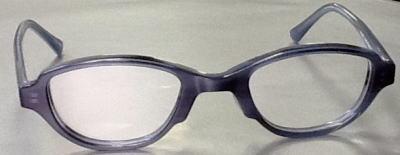 強度近視眼鏡枠でレンズの厚みを目立たなくしたフレーム。