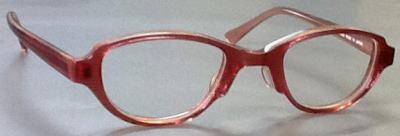 強度近視メガネで目が小さくなるのを抑えたフレーム。