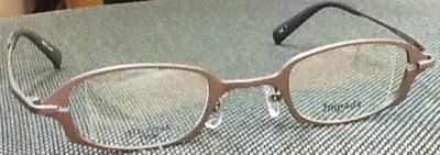 強度乱視のメガネレンズを薄くす津フレーム。