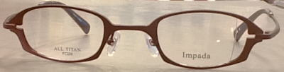 強度近視の眼鏡のウズを目立たなくする眼鏡枠。