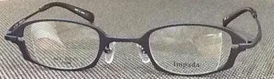 強度遠視の眼鏡レンズを薄くするメガネフレーム。