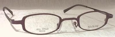 強度近視の方が眼鏡を製作するときに気になるレンズの厚みを薄く、軽く仕上げられる眼鏡枠です。