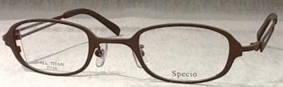 強度近視の度数の強さに応じてレンズのサイズを変えることのできるメガネフレームです。