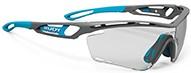 普段の度付きサングラスの度数と、度付きスポーツサングラスの度数を同一にした場合、見え方に「歪み」や「遠近感の不具合」等に影響が出てしまいます。これらの問題を最小限にすることができるルディ度入りスポーツサングラスTRALYX|フレームカラー:ピヨンボマット/レンズカラー:インパクトX®2 調光ブラックレンズ