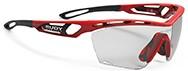 レディス用スポーツサングラス度入りルディトラリクス スリム|フレームカラー:ファイアレッドグロス/レンズカラー:インパクトX®2 調光ブラックレンズがおすすめ。
