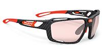 度付のハイカーブサングラスの歪みを最小限にできるルディシントリクス|フレームカラー:カーボニウム/レンズカラー:調光レッドインパクトX®2