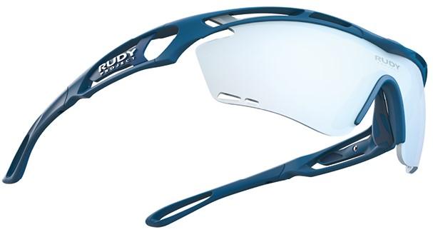 ルディTRALYX トラリクスは日本中のアスリートのために、スポーツサングラス・メガネを人間工学・航宇宙産業などで生まれた最新の素材や技術を使い、機能性とデザインを融合させることと、視機能をマッチさせることで、あなたにピッタリ合ったスポーツ時に適したサングラス・メガネを作ることができます。