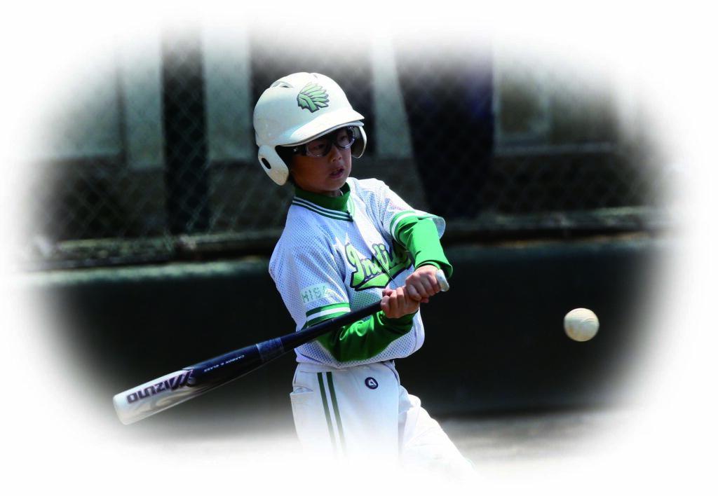 野球と視力の関係は「ボールをしっかり見る」ことの重要性は言ううまでもありませんが、眼鏡を掛けている方がハンディにならないためにを提案いたします。