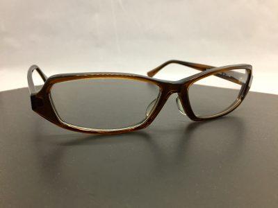 玉形は十分に大きい64サイズのビックな眼鏡フレームです。