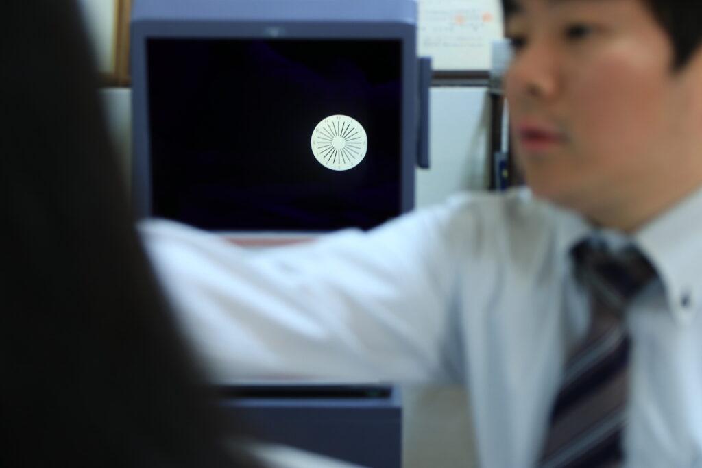 深視力検査が苦手な方に多い眼位の異常検査。