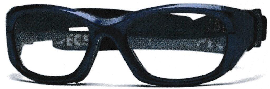 視力が悪い方は運動能力が優れていても、サッカーどきの瞬時の動作が遅れてしまうこともあり、普段眼鏡を掛けている方のサッカーメガネとして、度付きゴーグルをお奨めいたします。