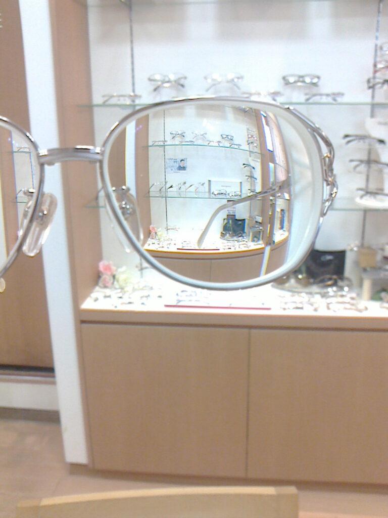 強度近視メガネの見え方