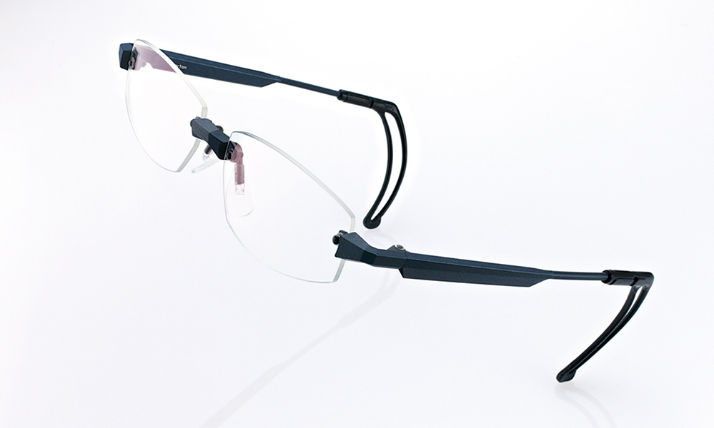 フルオーダーメガネ「アイメトリクス」は野球時の動きにもズレにくい眼鏡です。