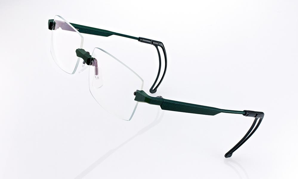 軽く、ずれにくい眼鏡のご紹介。