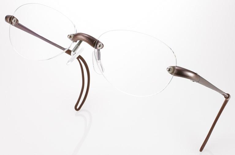 卓球どきの眼鏡として縁がないため周辺視界がスッキリBrawn