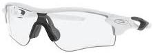 テニスどきの度付きスポーツサングラスのおすすめは、オークリーレーダーロックパス|ホワイトアウト/レンズカラー:調光イリジュウムフォトクロン