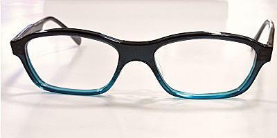 ブルー系の数少ない大きいメガネ枠、メルカータ。