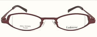 強度近視メガネフレームの穴開きデザイン。