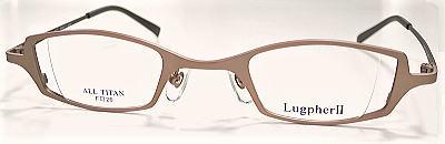 ラグファーⅡで強度近視眼鏡でメガネ美人を演出。