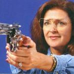 銃の反動の衝撃にもずれないものでなければなりません。