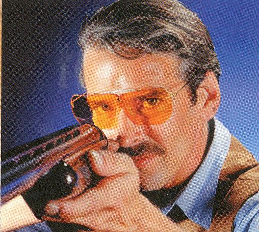 射撃時の度入りサングラス