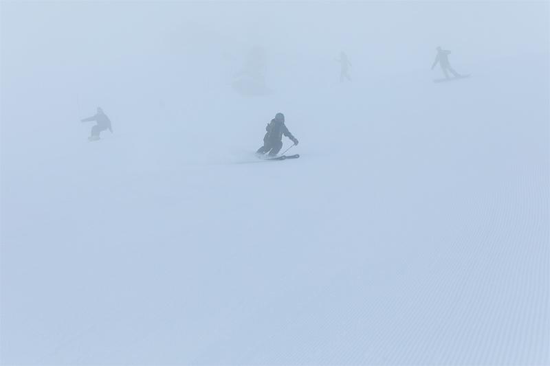 霧、降雪どきに視界スッキリに見えるイエローカラー
