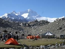 登山キャンプ地における紫外線や青色光は平地よりも強い