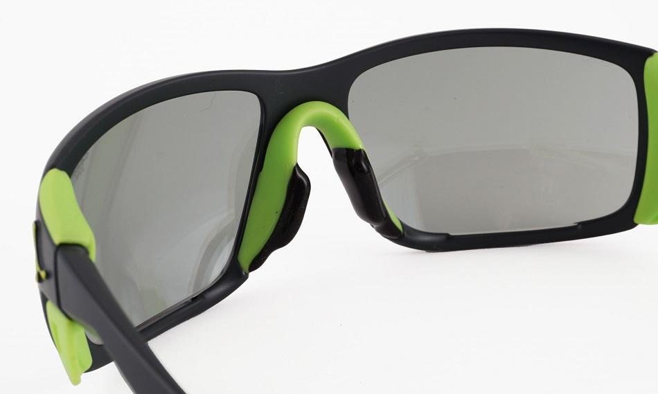 風の巻き込みを防ぐサングラス