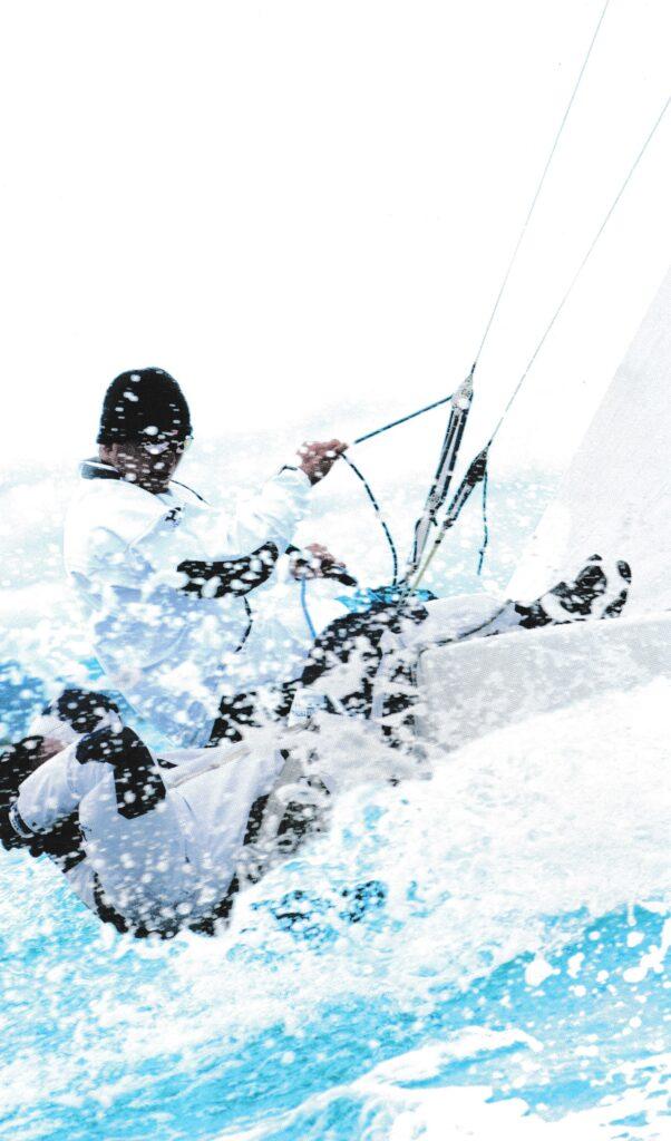 ヨットどきのスポーツ用サングラスはクリアな視界を確保します