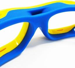 バドミントンどきの汗を考慮して衛生面も万全な保護眼鏡