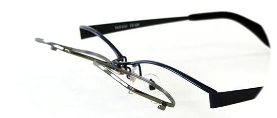 跳ね上げメガネの魅力