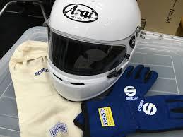 カーレースどきのヘルメット対応眼鏡