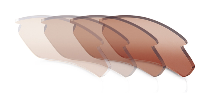 スポーツサングラスに適した割れにくい色の変わるカラーレンズインパクトX®偏光調光ブラウンレンズ