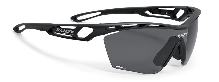 スポーツ時にサングラスを掛けることで、①目の疲れを軽減できる ②視界がはっきりし、クリアな視界を得られる③体感温度が下がる ④異物混入防止⑤風の影響の軽減等があり、おすすめのスポーツサングラスは、ルディTRALYX SLIM トラリクス スリムです。
