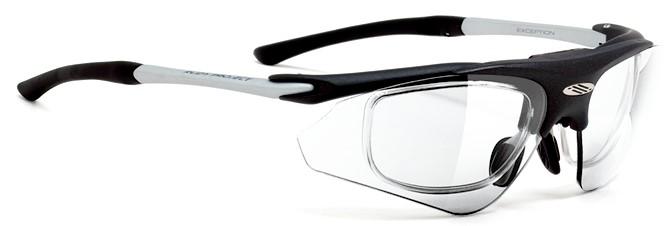 跳ね上げ式サングラスメガネで内側のフレームに度入りレンズを入れます。