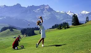ゴルフでは距離感をつかむのに深視力が大切です